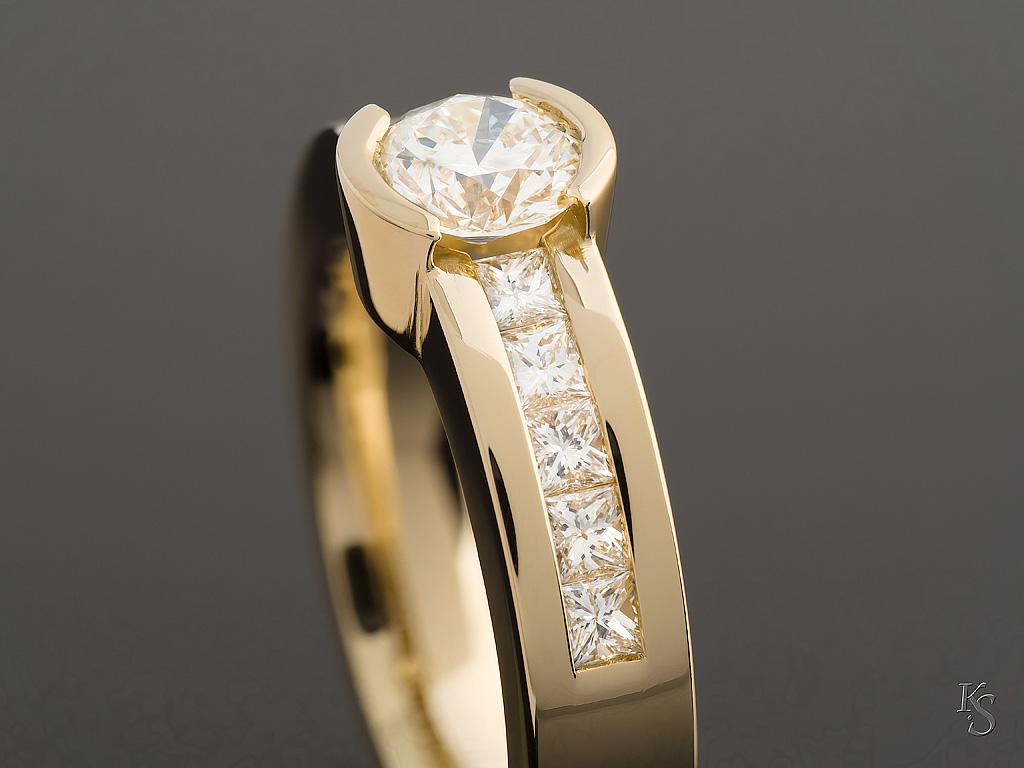 gouden ring met briljant steen